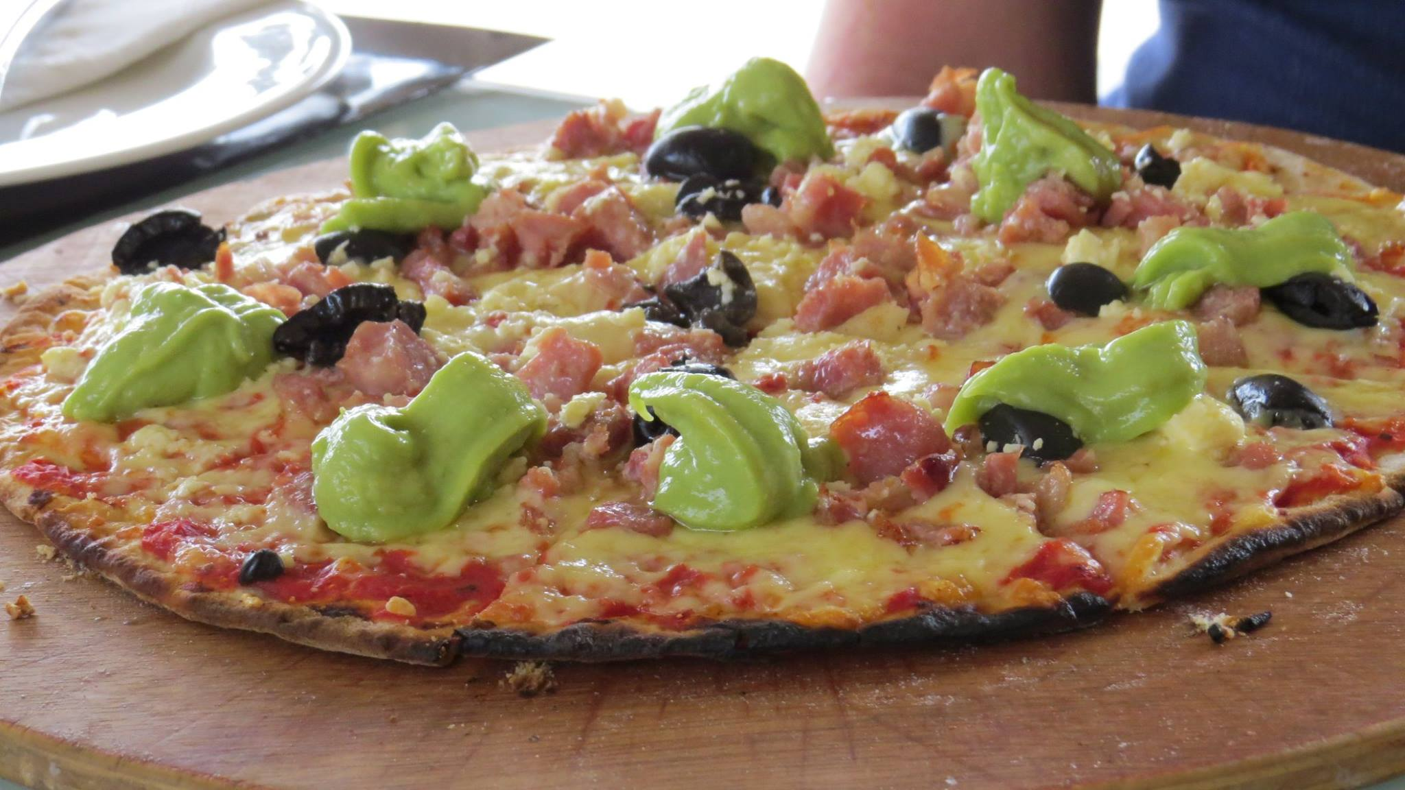 Guacamole, ham, olives and cheese Pizza
